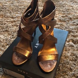 Dkny Iggi Dress Sandals metallic bronze size 9